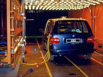 Ensoleillement et banc à rouleaux sur véhicule de série dans la soufflerie S6