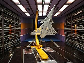 Montage en dard dans la soufflerie S10: maquette de Rafale à l'échelle 1/7ème(Dassault Aviation) en configuration non lisse