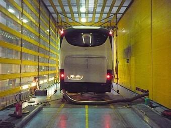Essais de simulation routière pour un autocar dans la soufflerie S6
