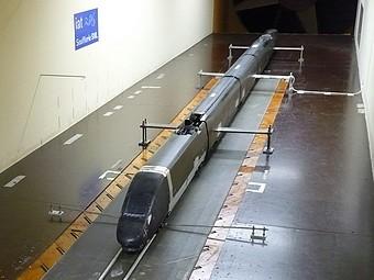 TGV Duplex dans la soufflerie SVL